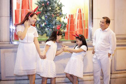 Gia đình Thúy Hạnh đón Giáng sinh ở 'xứ nóng' - 4