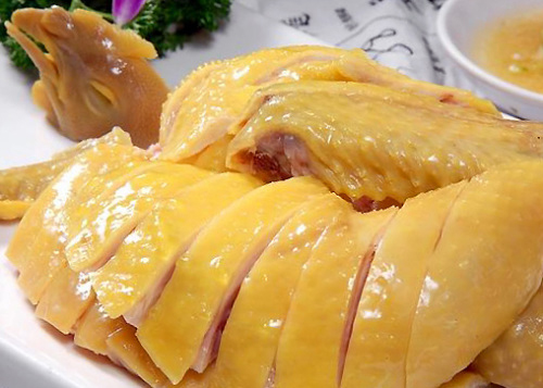 Cách luộc gà vàng ngon - 1