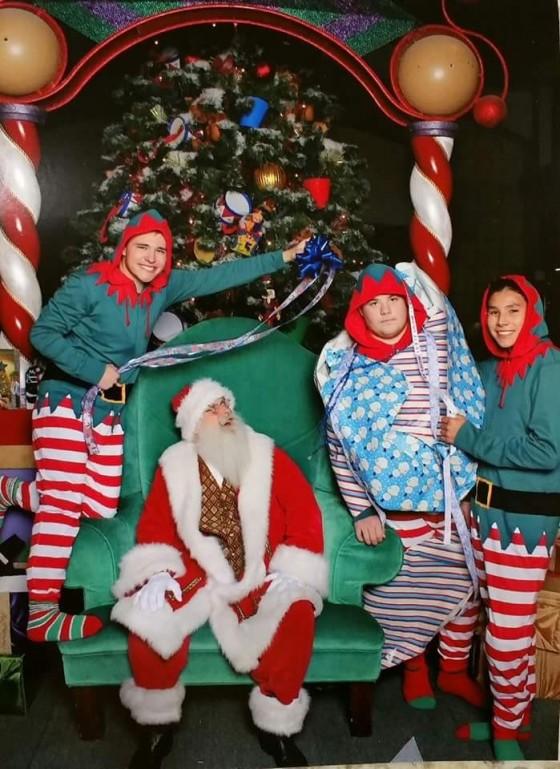 Những bức ảnh gia đình tệ nhất trong mùa Giáng sinh - 7