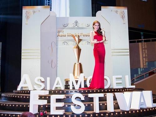 Sự thật về những giải thưởng quốc tế của sao Việt - 4