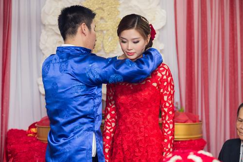 Á hậu Diễm Trang được đón bằng siêu xe trong đám hỏi - 1