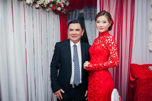 Á hậu Diễm Trang được đón bằng siêu xe trong đám hỏi - 4