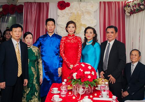 Á hậu Diễm Trang được đón bằng siêu xe trong đám hỏi - 7