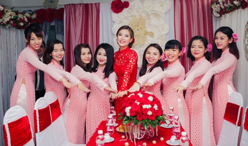 Á hậu Diễm Trang được đón bằng siêu xe trong đám hỏi - 9