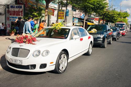 Á hậu Diễm Trang được đón bằng siêu xe trong đám hỏi - 13