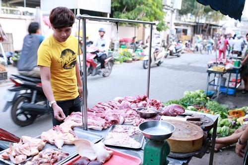 Khoảnh khắc: Hồ Quang Hiếu nấu bún bò, nhớ thuở cơ hàn - 1