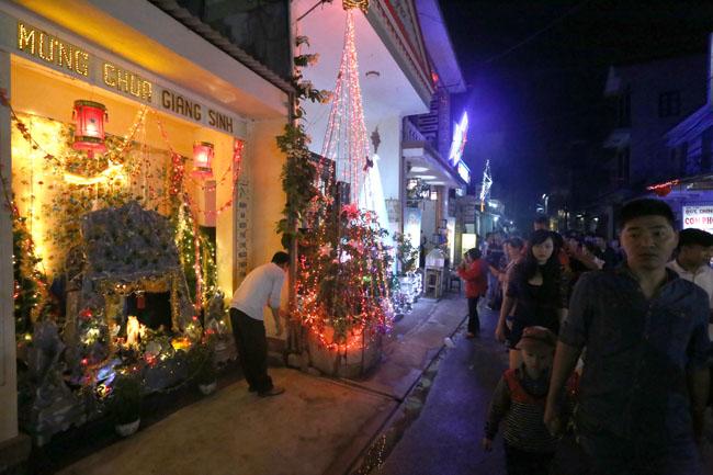 """Đêm Giáng sinh đặc biệt ở """"kinh đô Công giáo"""" Việt Nam - 2"""