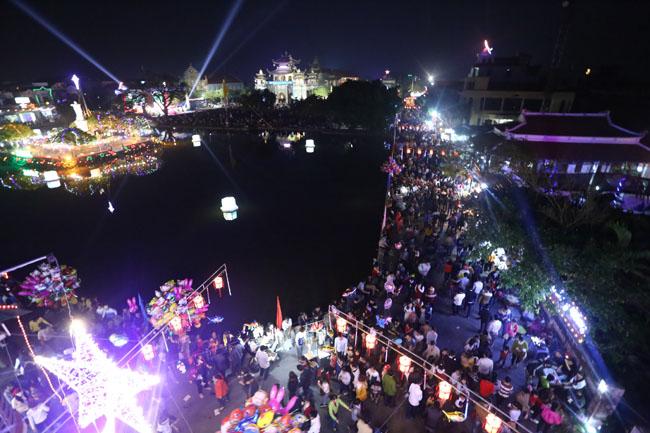 """Đêm Giáng sinh đặc biệt ở """"kinh đô Công giáo"""" Việt Nam - 3"""