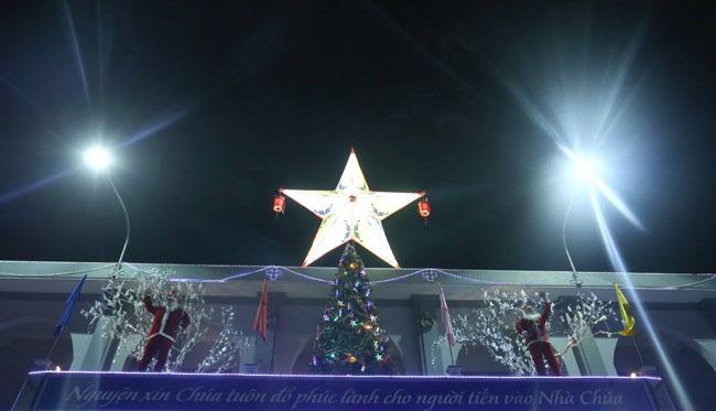 """Đêm Giáng sinh đặc biệt ở """"kinh đô Công giáo"""" Việt Nam - 1"""