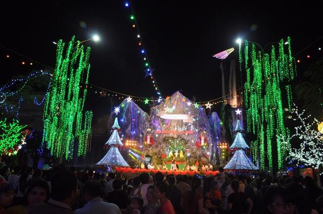 Không khí Giáng sinh an lành tràn ngập phố phường - 10