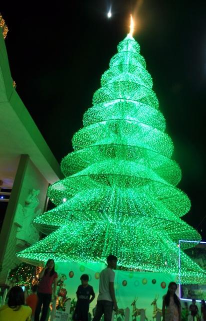 Không khí Giáng sinh an lành tràn ngập phố phường - 7