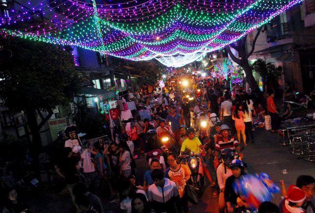 Không khí Giáng sinh an lành tràn ngập phố phường - 1