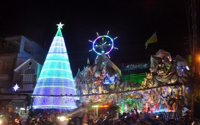 Không khí Giáng sinh an lành tràn ngập phố phường - 3