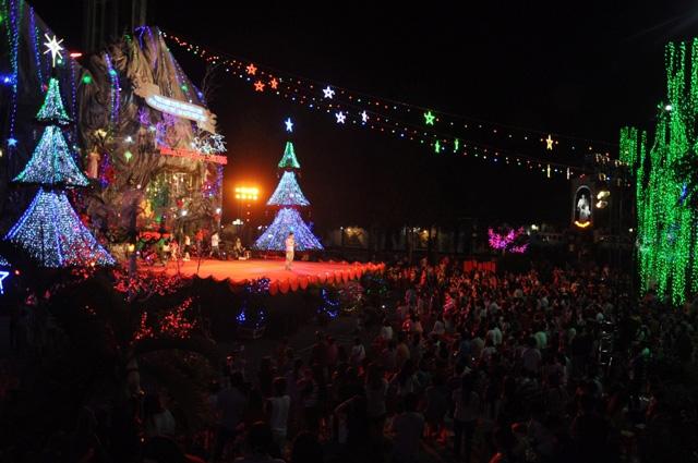 Không khí Giáng sinh an lành tràn ngập phố phường - 9