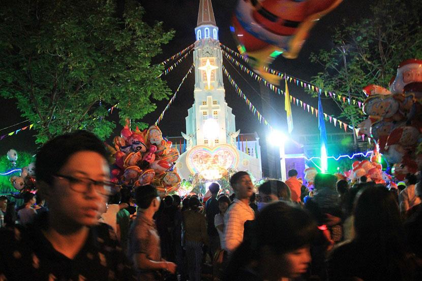 Không khí Giáng sinh an lành tràn ngập phố phường - 25