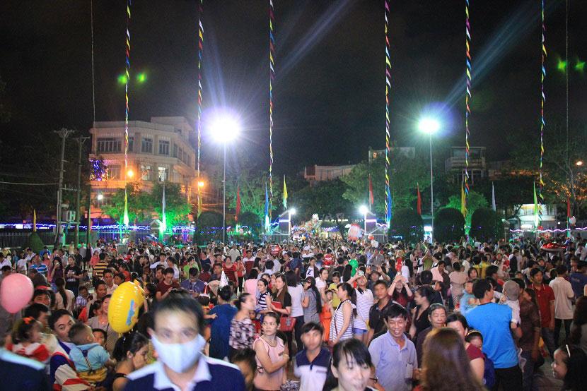 Không khí Giáng sinh an lành tràn ngập phố phường - 24