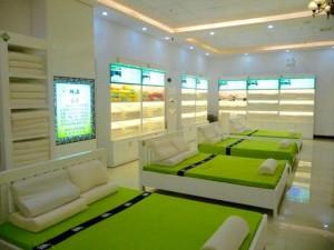 """Tin tức Việt Nam - Phạt showroom, shop """"cấm cửa"""" khách Việt ở Đà Nẵng"""