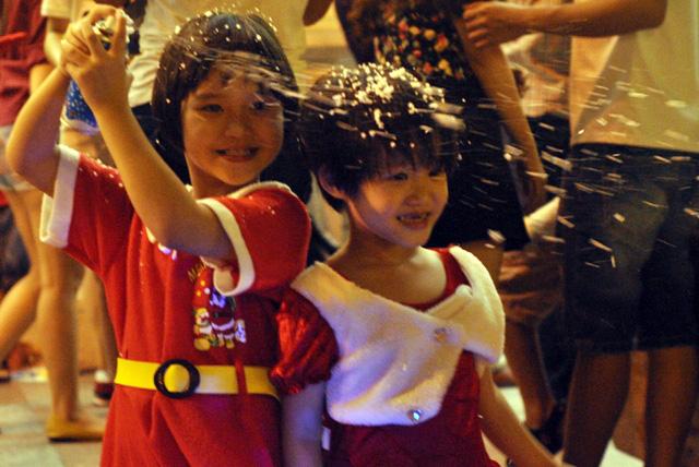 Không khí Giáng sinh an lành tràn ngập phố phường - 6