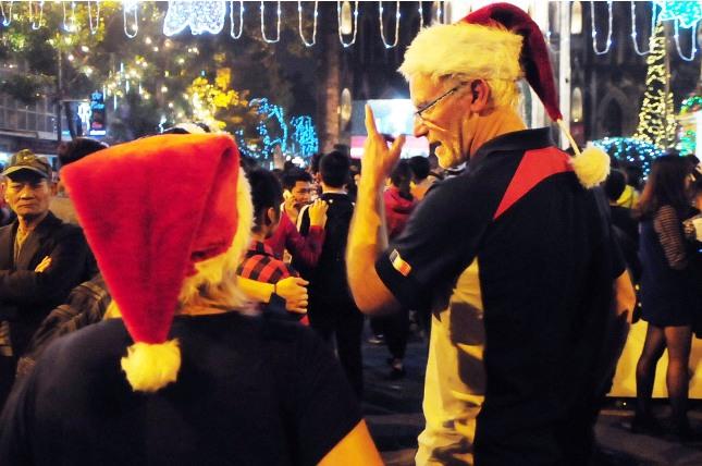 Không khí Giáng sinh an lành tràn ngập phố phường - 18