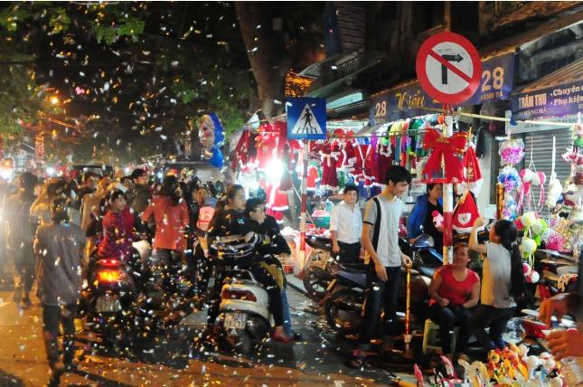 Không khí Giáng sinh an lành tràn ngập phố phường - 15