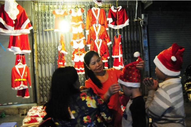 Không khí Giáng sinh an lành tràn ngập phố phường - 16