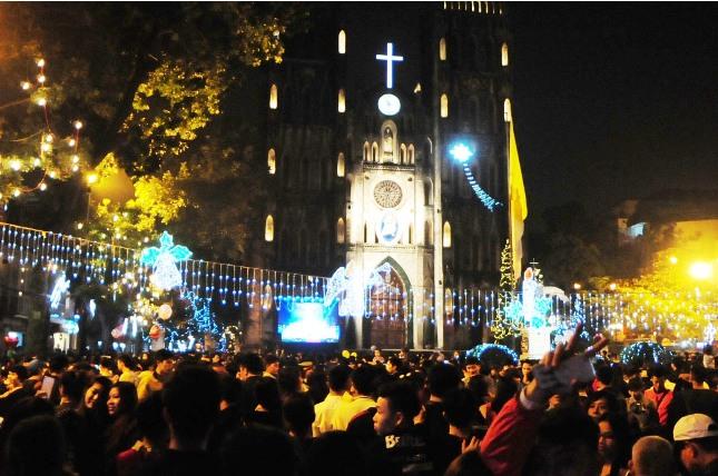 Không khí Giáng sinh an lành tràn ngập phố phường - 11