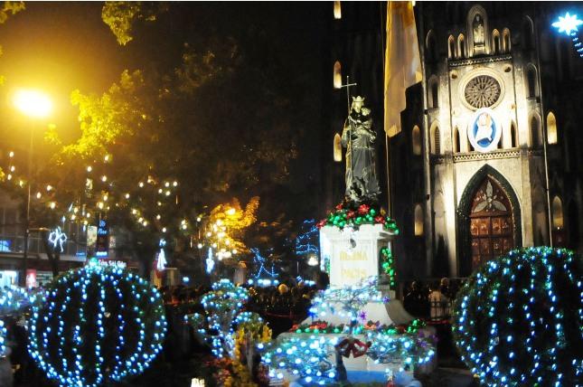 Không khí Giáng sinh an lành tràn ngập phố phường - 12
