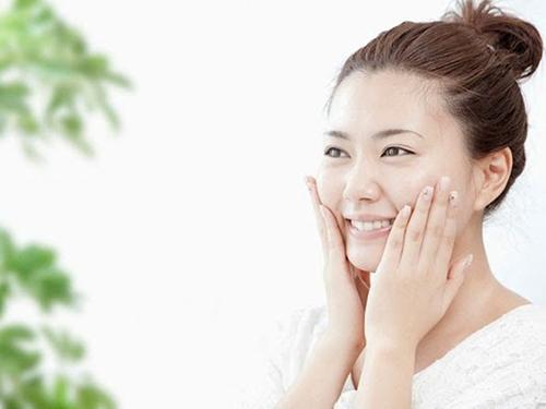 5 lời khuyên khi rửa mặt để làn da luôn mịn màng - 1