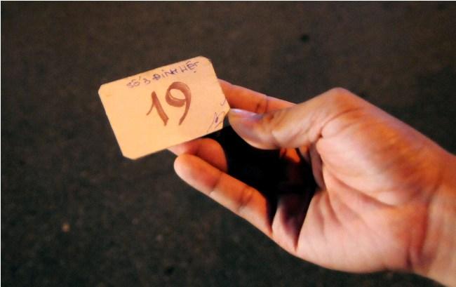 Hà Nội: Giá vé gửi xe máy tăng 10 lần trong đêm Noel - 4