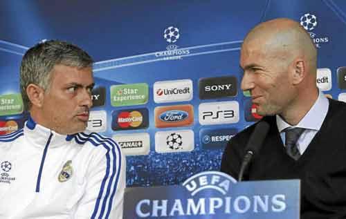 Fan Real không muốn Mourinho, Real giữ lại Benitez - 2
