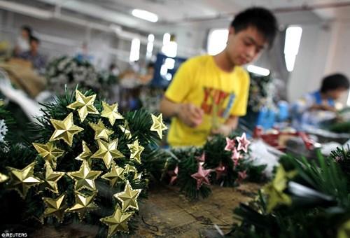 """""""Đột nhập"""" vựa sản xuất đồ Giáng sinh cho toàn thế giới - 1"""