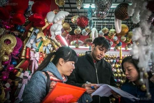 """""""Đột nhập"""" vựa sản xuất đồ Giáng sinh cho toàn thế giới - 3"""