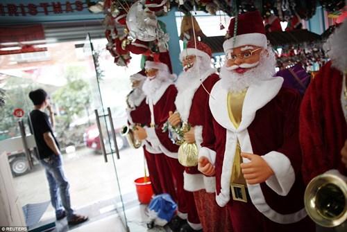 """""""Đột nhập"""" vựa sản xuất đồ Giáng sinh cho toàn thế giới - 4"""