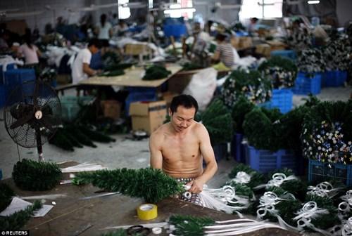 """""""Đột nhập"""" vựa sản xuất đồ Giáng sinh cho toàn thế giới - 5"""