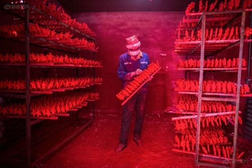 """""""Đột nhập"""" vựa sản xuất đồ Giáng sinh cho toàn thế giới - 7"""