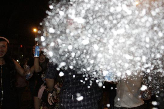 """Sốc với """"tuyết trắng"""" đêm Noel ở Sài Gòn - 11"""