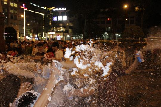 """Sốc với """"tuyết trắng"""" đêm Noel ở Sài Gòn - 5"""