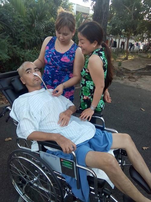 Clip xúc động: Diễn viên Nguyễn Hoàng nắm tay con trai - 2