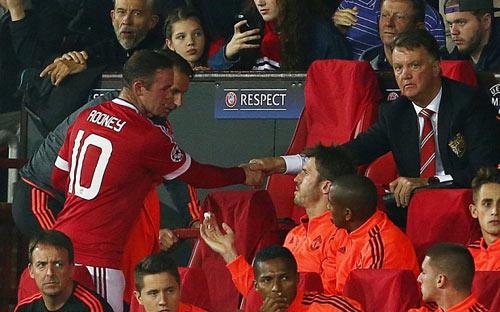 """MU: Rooney """"tặng quà"""" sớm, Van Gaal nên """"tự trọng"""" - 1"""