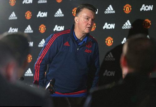 """MU: Rooney """"tặng quà"""" sớm, Van Gaal nên """"tự trọng"""" - 2"""