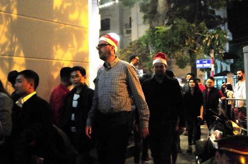 Ảnh: Người nước ngoài háo hức đón Giáng sinh ở VN - 11