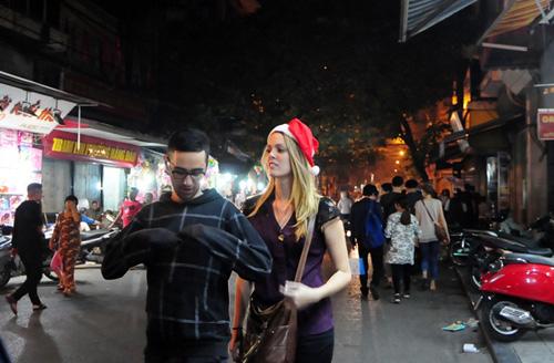 Ảnh: Người nước ngoài háo hức đón Giáng sinh ở VN - 5