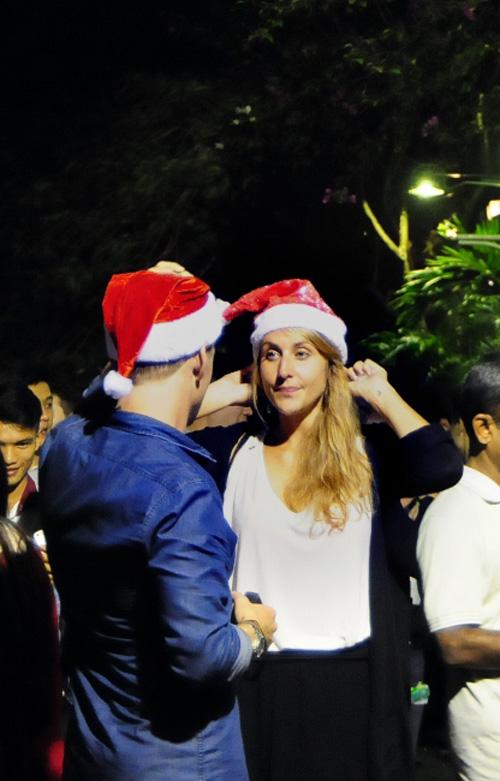 Ảnh: Người nước ngoài háo hức đón Giáng sinh ở VN - 7