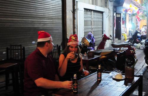 Ảnh: Người nước ngoài háo hức đón Giáng sinh ở VN - 9