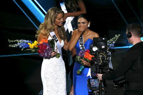 Hoa hậu Mỹ bị dọa giết vì cười khi MC trao nhầm giải - 1