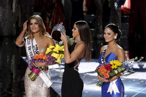 Hoa hậu Mỹ bị dọa giết vì cười khi MC trao nhầm giải - 3