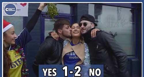 Quên thù, CĐV Tottenham hôn say đắm fan Chelsea - 2