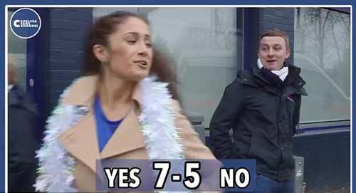 Quên thù, CĐV Tottenham hôn say đắm fan Chelsea - 6