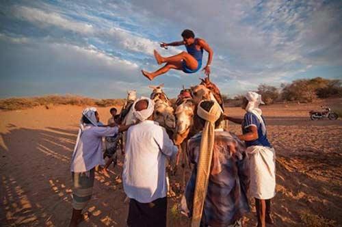 Bất ngờ thể thao Yemen với nhảy lạc đà, xách nước - 1
