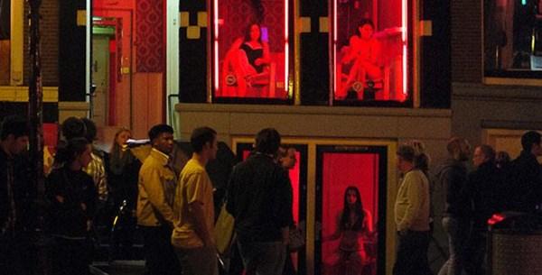 Bí mật bên trong 4 khu phố đèn đỏ đình đám nhất châu Âu - 2